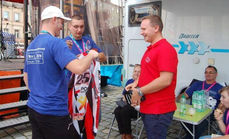 OliCars Pomaga - Krzysztof Kobiak - fani oldtimerów pomogli małej lubiniance
