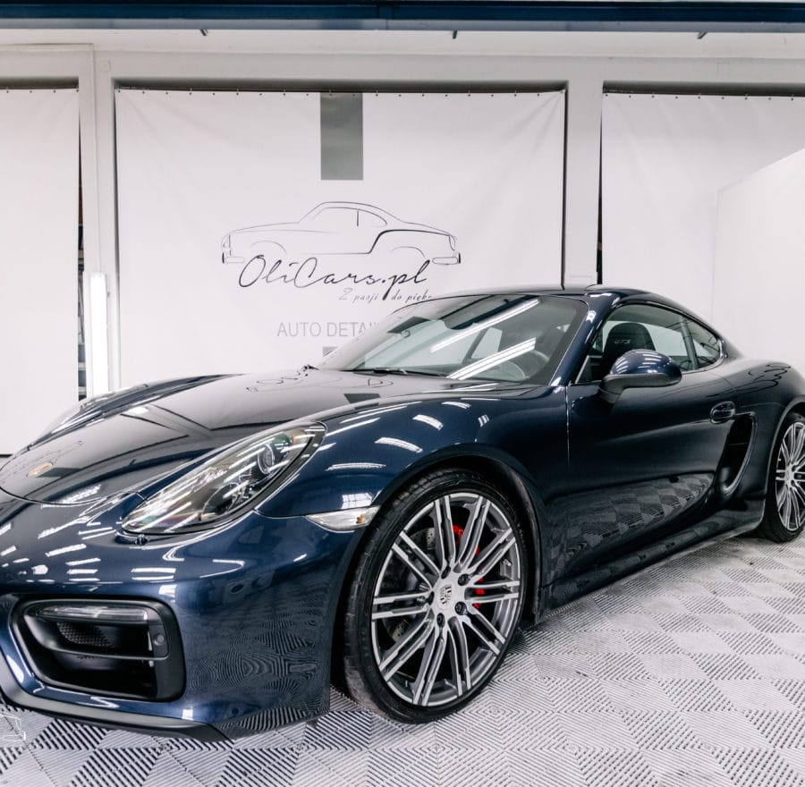 Porsche-car-spa-detailing