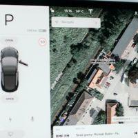 lokalizacja OliCars Legnica na wyświetlaczu Tesli model 3